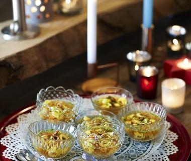 Runderbouillon met tortellini en gefrituurde knoflook