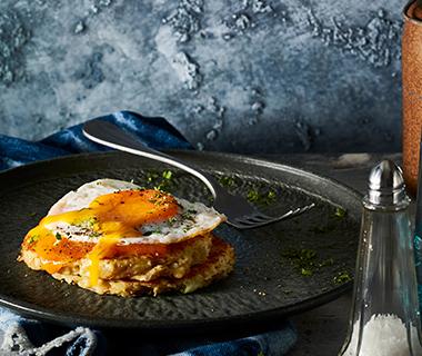 Rösti met cheddar en gebakken ei