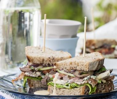 Biefstuksandwich met blauwschimmelkaas van Marianne Scholten