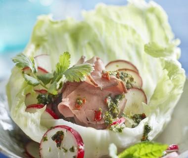 Salade met rosbief en scherpe saus