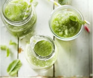 Komkommersmoothie met groene appel en munt