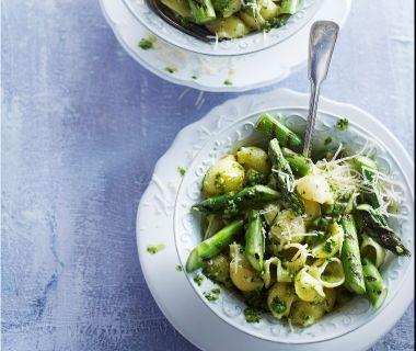 Pastaschelpjes met pesto en groene asperges