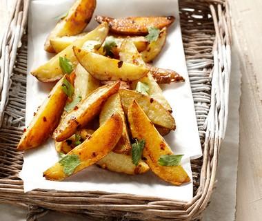 Geroosterde aardappelen uit de oven met chilipeper en komijn