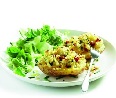 Gepofte gevulde aardappel