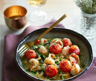 Gegratineerde gamba's met groene asperges en tomaatjes