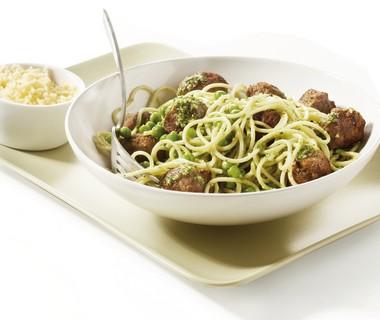 Spaghetti met pestoballetjes
