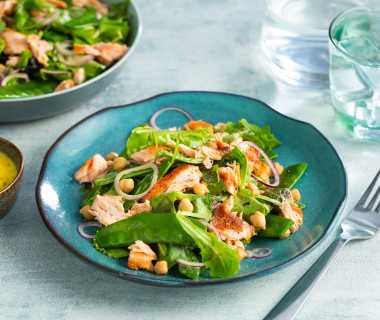Peultjes salade met pulled salmon