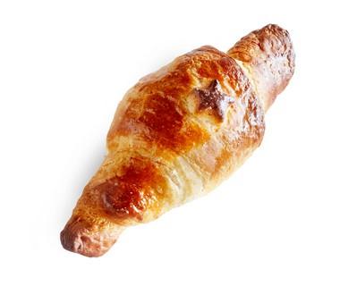 Croissants met roomkaas en rauwe ham