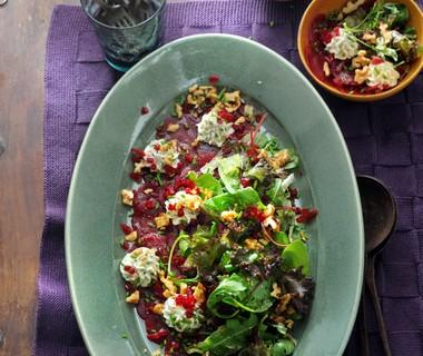 Salade van rode biet met geitenkaascrème en nootjes van Jacqueline Sluijter