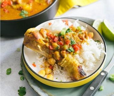 Thaise gele curry met drumsticks en kikkererwten