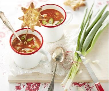Paprikagazpacho met kip en lente-ui