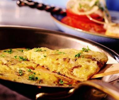 Omelet met uien en kaas