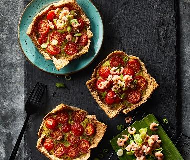 Garnalentaartje met tomaat en bosui