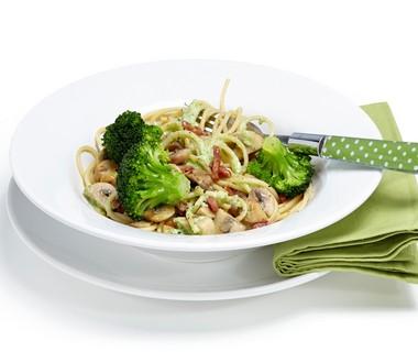 Spaghetti met spekjes, champignons en broccolisaus