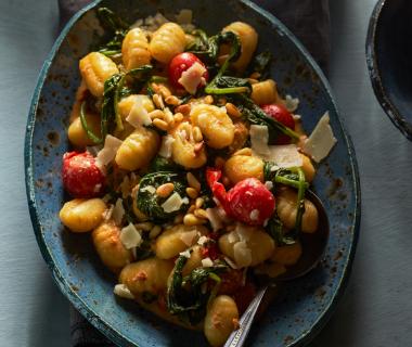 Romige gnocchi met spinazie en tomaat