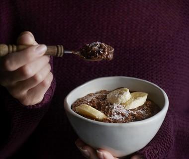 Chocolade-havermout met banaan en kokos