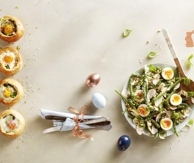 Sperziebonensalade met pesto, gerookte kip en ei