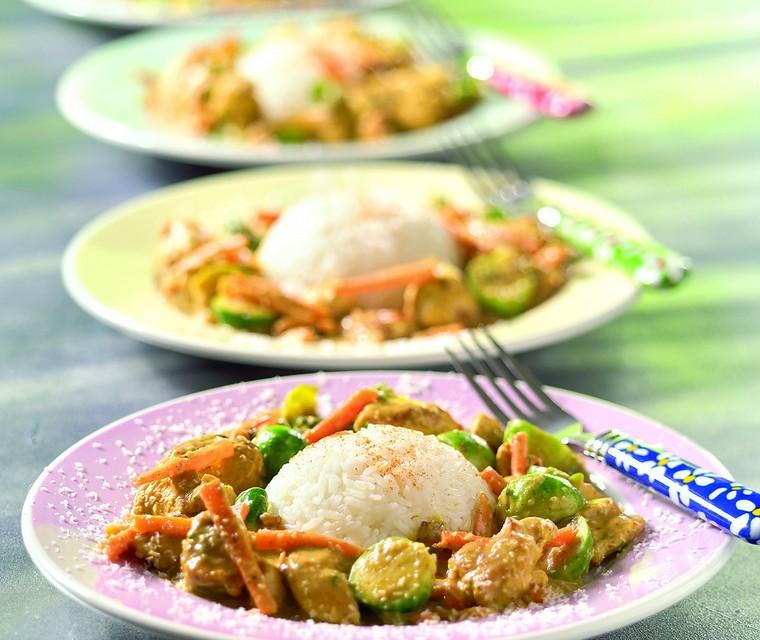 Curry van kip en spruitjes
