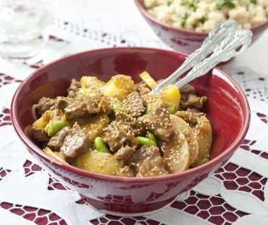 Tajine van rundvlees, aardappel en tuinbonen