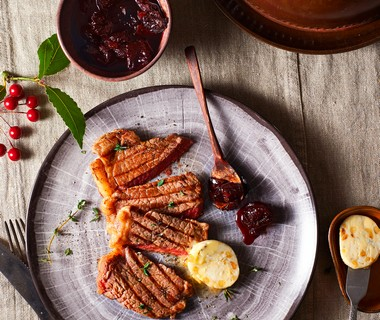 Entrecote met gorgonzola-boter en pruimenchutney
