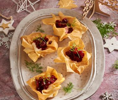 Filobakjes met bietentartaar en mierikswortelcrème