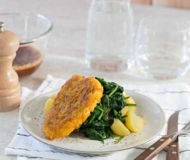Spinazie, aardappels en kipkrokant-schnitzels