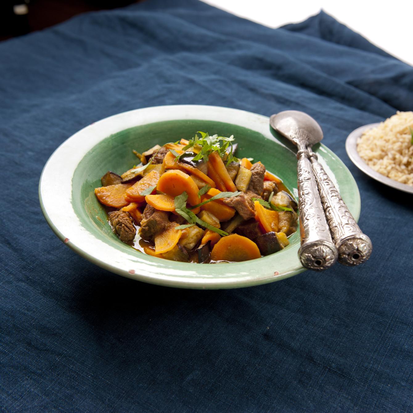 Rundvleescurry met aubergine en zilvervliesrijst