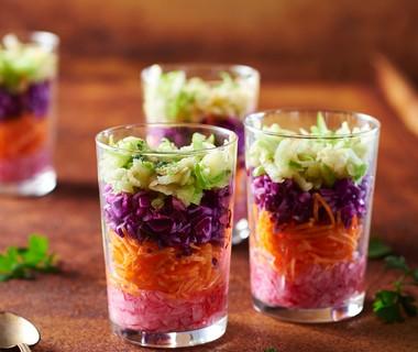 Laagjessalade met karnemelk-ansjovisdressing