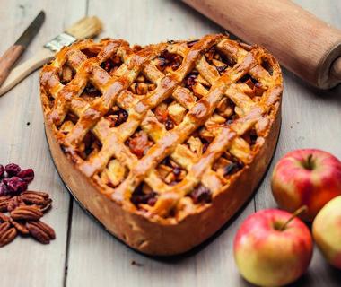 Appeltaart boordevol fruit en noten