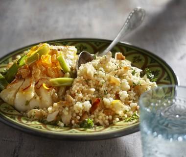 Couscous met amandel, kabeljauw en lente-ui