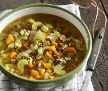 Linzensoep met kerrie en zoete aardappel