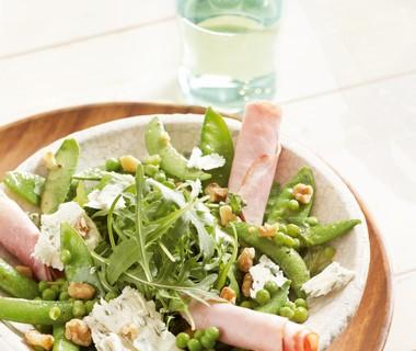 Groene groenten met beenham en honing-mosterddressing