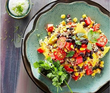 Quinoa-salade met bonen en cherrytomaatjes