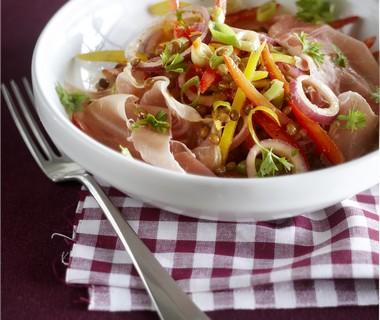 Salade met linzen en rauwe ham
