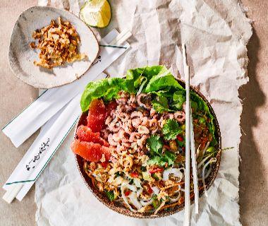 Vietnamese noedelsalade met garnalen en grapefruit