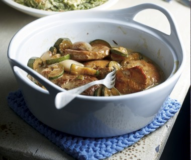 Kalfsstoofpotje met sjalotjes, courgette en grove mosterd