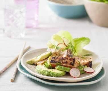 Lauwwarme salade met sticky zalm