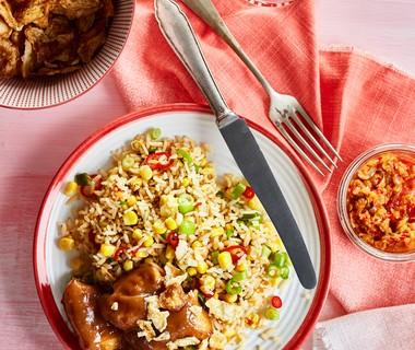 Pikante rijstsalade met kipsaté
