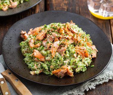 Romige broccoli rijst met pulled salmon