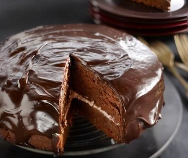 Chocoladetaart met romige cranberryvulling