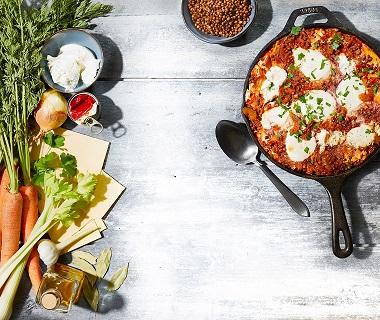 Pan-lasagne met linzenbolognese en ricotta