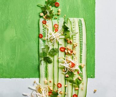Komkommersalade met gember-sesamdressing
