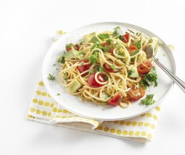 Spaghetti met koriander en avocado