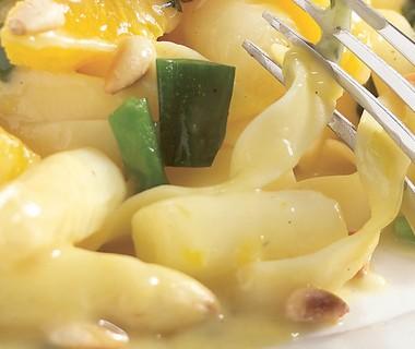Pasta met asperges en sinaasappelsaus