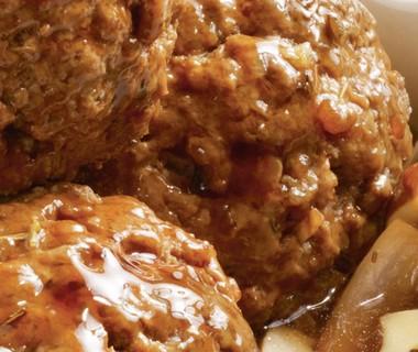 Gekruide gehaktballen met uitjes en champignons
