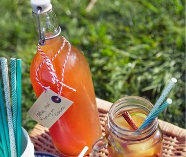Groene ijsthee met honing en limoen