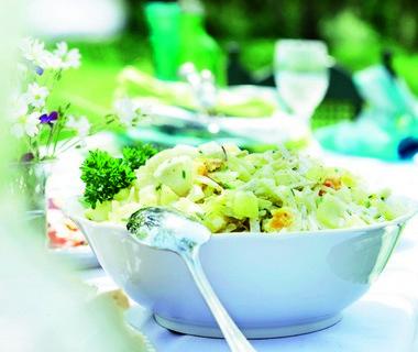 Aardappel-venkelsalade met eieren en dragonmayonaise