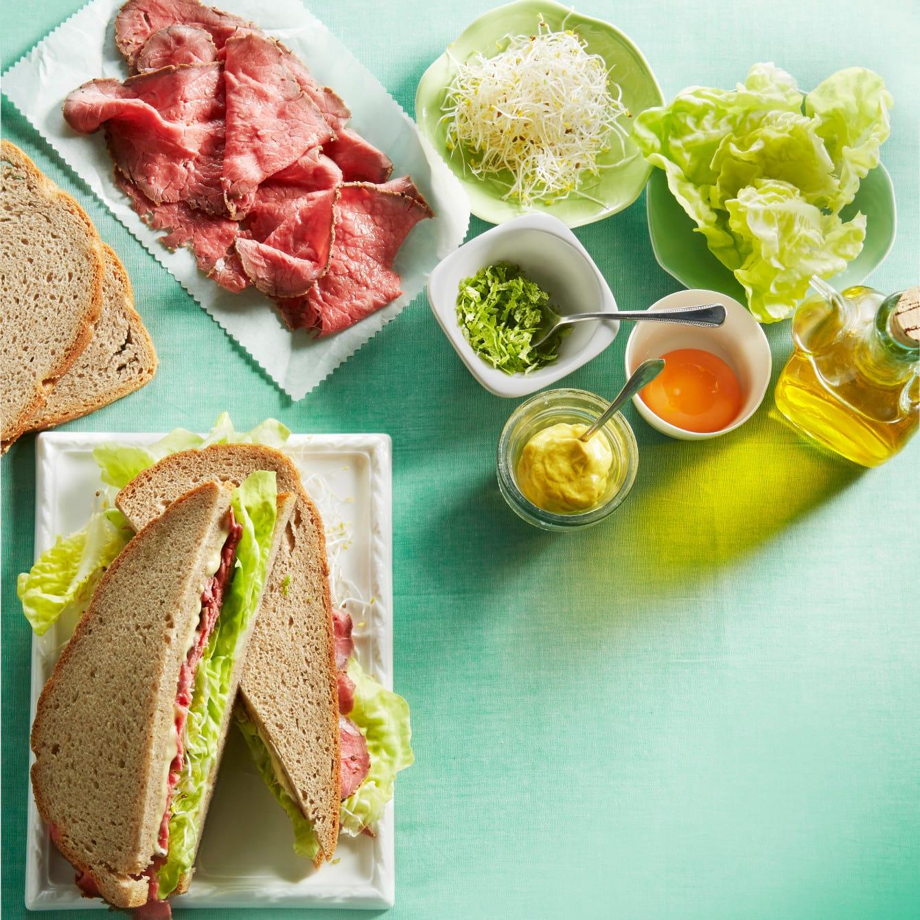 Rosbiefsandwich met limoenmayonaise
