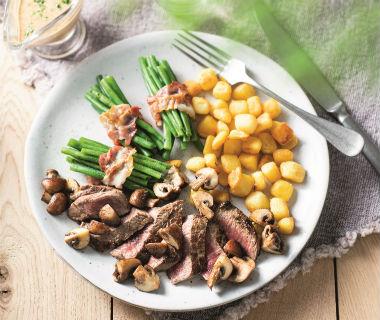 Gebakken biefstuk met champignons en gebakken krieltjes