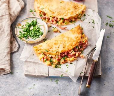 Flensjes gevuld met rauwe ham, kaas en ananas